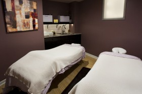 couples massage room cropped
